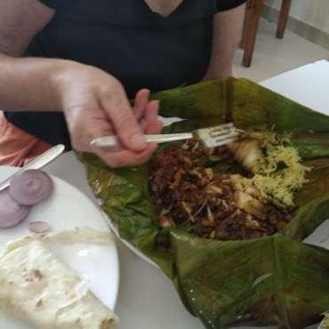 Poisson massala servi dans une feuille de bananier : délicieux! : délicieux