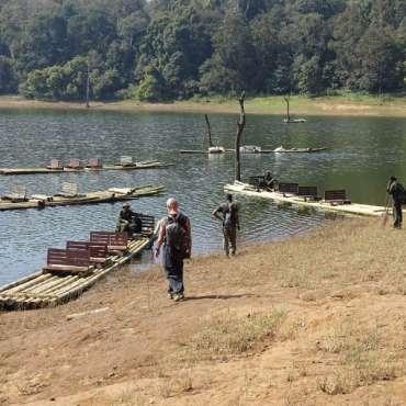 Les radeaux pour rejoindre le parc